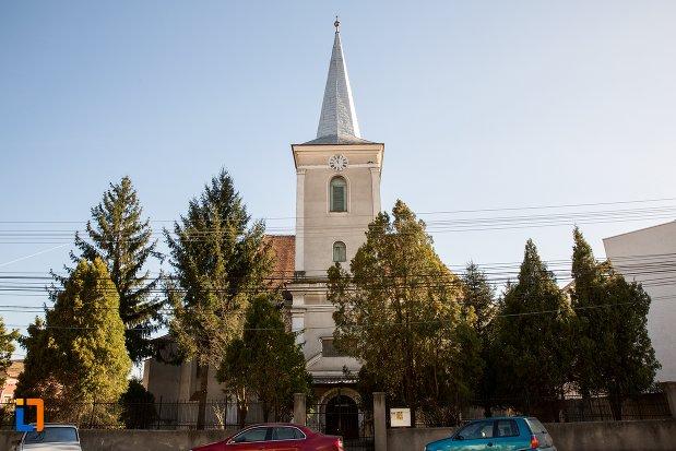 imagine-cu-biserica-reformata-din-alba-iulia-judetul-alba.jpg
