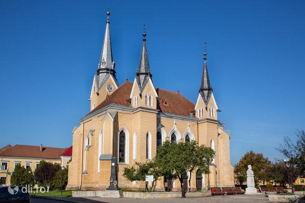 imagine-cu-biserica-reformata-din-sighetu-marmatiei-judetul-maramures-2.jpg