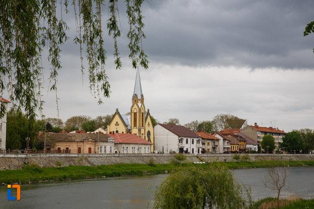 imagine-cu-biserica-reformata-si-orasul-lugoj-judetul-timis.jpg