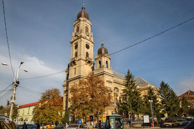 imagine-cu-biserica-romano-catolica-coborarea-sfantului-duh-din-oradea-judetul-bihor.jpg
