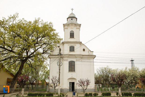 imagine-cu-biserica-romano-catolica-din-ocna-mures-judetul-alba.jpg
