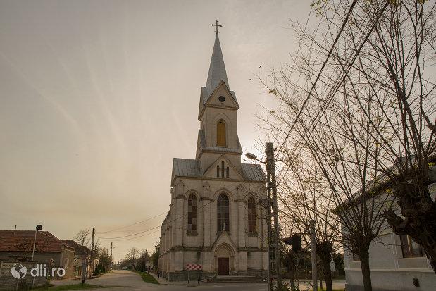 imagine-cu-biserica-romano-catolica-din-valea-lui-mihai-judetul-bihor.jpg
