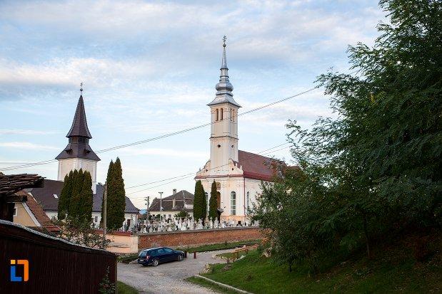 imagine-cu-biserica-sf-arhangheli-satulung-din-sacele-judetul-brasov.jpg