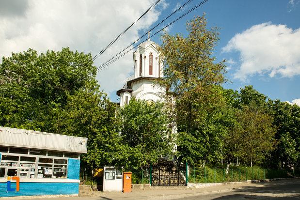 imagine-cu-biserica-sf-gheorghe-din-slatina-judetul-olt.jpg