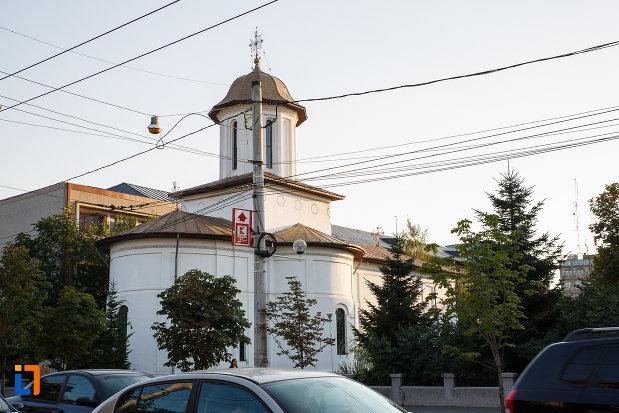 imagine-cu-biserica-sf-gheorghe-vechi-din-ploiesti-judetul-prahova.jpg
