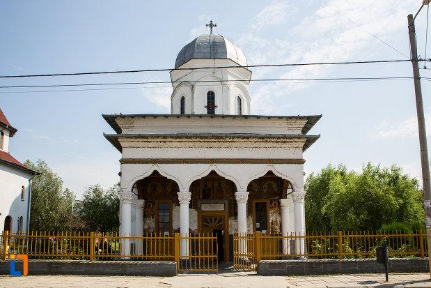imagine-cu-biserica-sf-imparati-constantin-si-elena-din-cernavoda-judetul-constanta.jpg