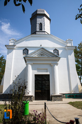 imagine-cu-biserica-sf-nicolae-1858-din-cazanesti-judetul-ialomita.jpg