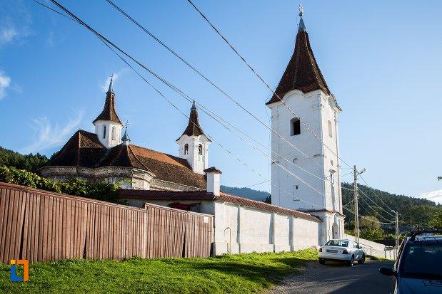 imagine-cu-biserica-sf-nicolae-cernatu-1781-1783-din-sacele-judetul-brasov.jpg