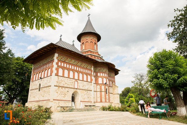 imagine-cu-biserica-sf-nicolae-din-1495-biserica-domneasca-din-dorohoi-judetul-botosani.jpg
