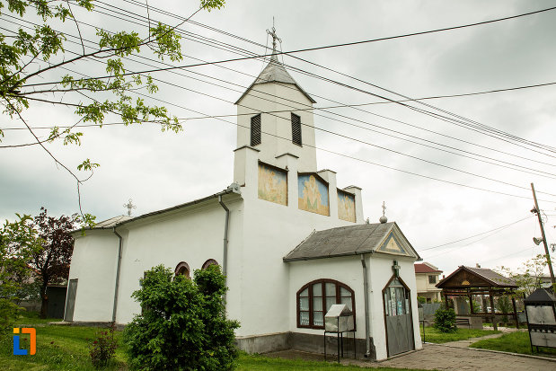 imagine-cu-biserica-sf-nicolae-din-filiasi-judetul-dolj.jpg