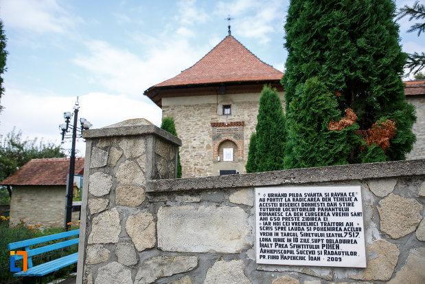 imagine-cu-biserica-sf-treime-1352-din-siret-judetul-suceava.jpg