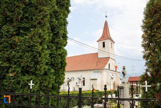 imagine-cu-biserica-sf-treime-din-ghimbav-judetul-brasov.jpg
