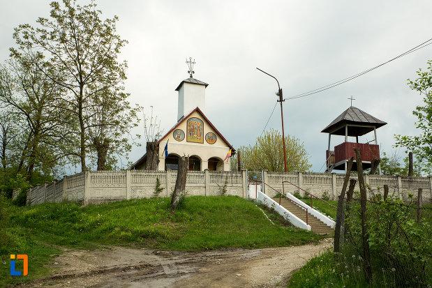 imagine-cu-biserica-sf-voievozi-din-leurda-judetul-gorj.jpg