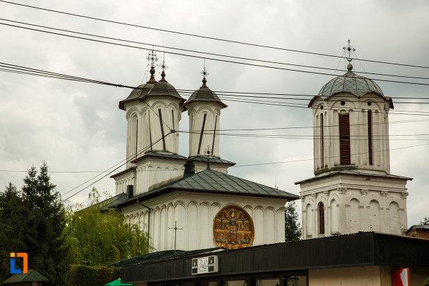 imagine-cu-biserica-toti-sfintii-1764-din-ramnicu-valcea-judetul-valcea.jpg