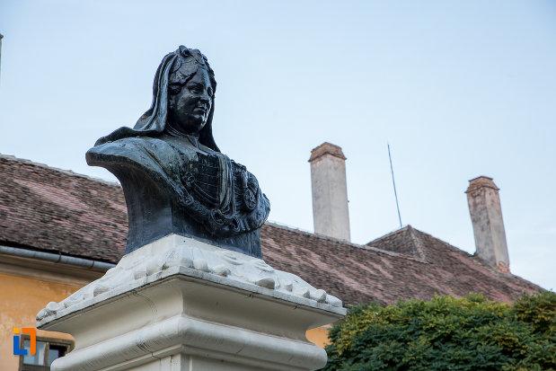 imagine-cu-bustul-imparatesei-maria-theresia-din-sibiu-judetul-sibiu.jpg