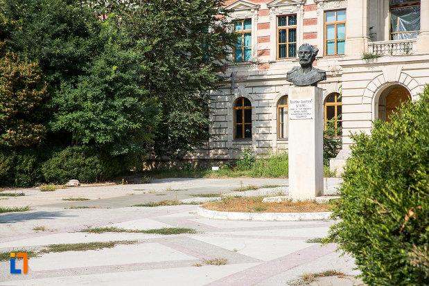 imagine-cu-bustul-lui-barbu-dimitrie-stirbei-din-calarasi-judetul-calarasi.jpg