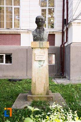 imagine-cu-bustul-lui-d-pompeiu-din-dorohoi-judetul-botosani.jpg