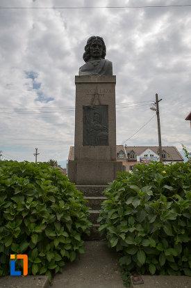 imagine-cu-bustul-lui-gheorghe-lazar-din-avrig-judetul-sibiu.jpg