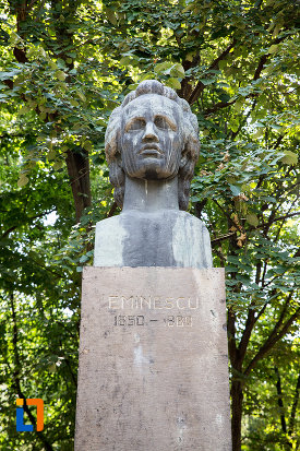 imagine-cu-bustul-lui-mihai-eminescu-din-giurgiu-judetul-giurgiu.jpg