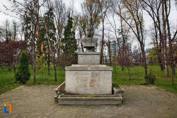 imagine-cu-bustul-lui-octavian-goga-din-parcul-central-cluj-napoca-judetul-cluj.jpg