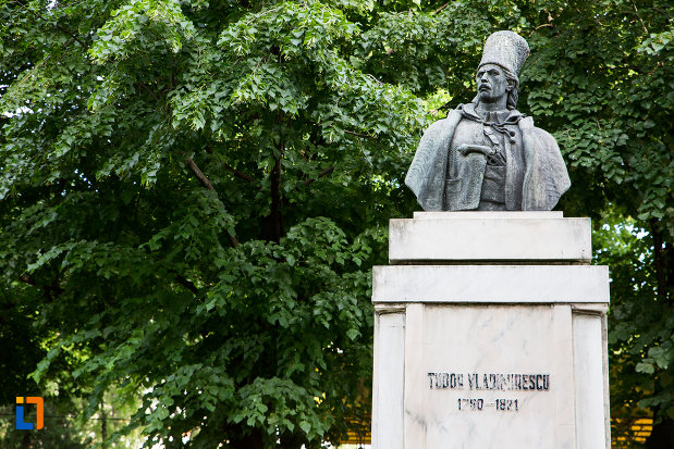 imagine-cu-bustul-lui-tudor-vladimirescu-din-targoviste-judetul-dambovita.jpg