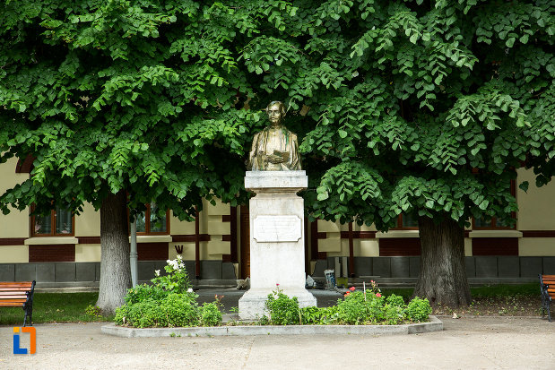 imagine-cu-bustul-lui-vasile-alexandri-din-galati-judetul-galati.jpg