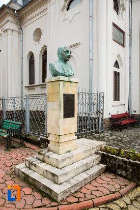 imagine-cu-bustul-preotului-ioan-rautescu-din-campulung-muscel-judetul-arges.jpg