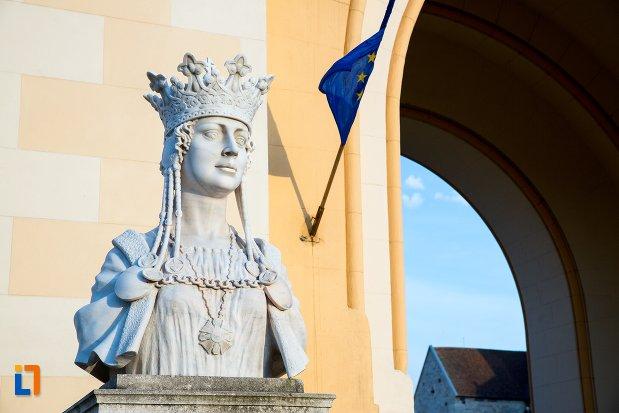imagine-cu-bustul-reginei-maria-din-alba-iulia-judetul-alba.jpg