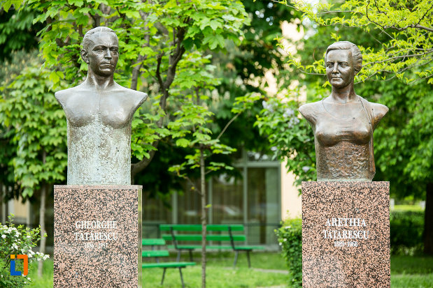 imagine-cu-busturile-lui-george-si-arethia-tatarescu-din-targu-jiu-judetul-gorj.jpg