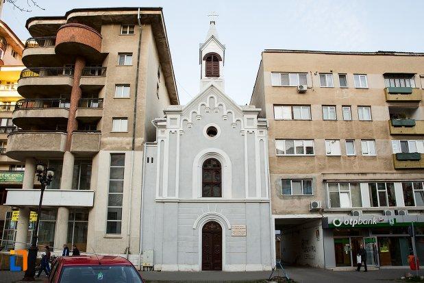 imagine-cu-capela-romano-catolica-din-alba-iulia-judetul-alba.jpg