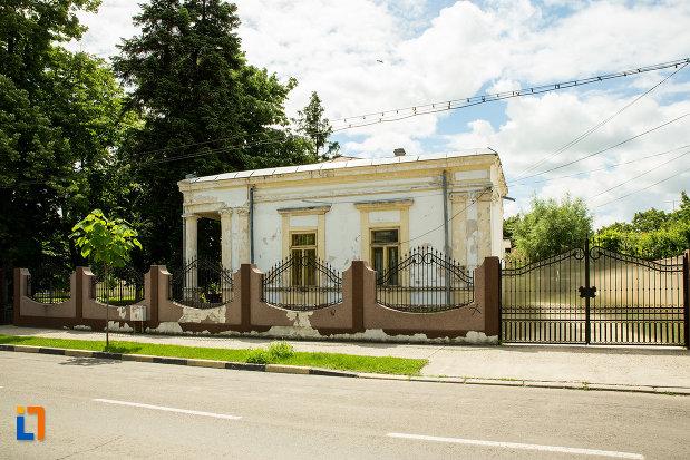 imagine-cu-casa-monument-istoric-de-pe-str-elena-doamna-din-tecuci-judetul-galati.jpg