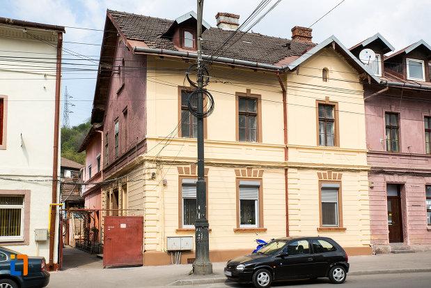 imagine-cu-casa-oficialilor-udr-azi-locuinte-1875-1900-din-resita-judetul-caras-severin.jpg