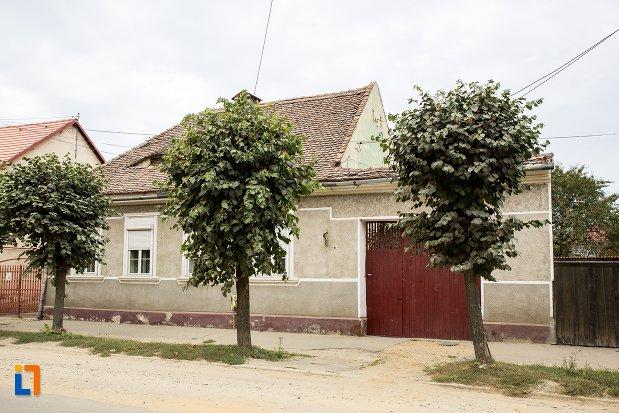 imagine-cu-casa-str-nicolae-balcescu-nr-51-din-fagaras-judetul-brasov.jpg