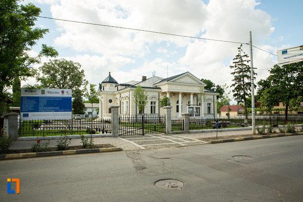 imagine-cu-casa-teodor-cincu-azi-muzeul-mixt-din-tecuci-judetul-galati.jpg