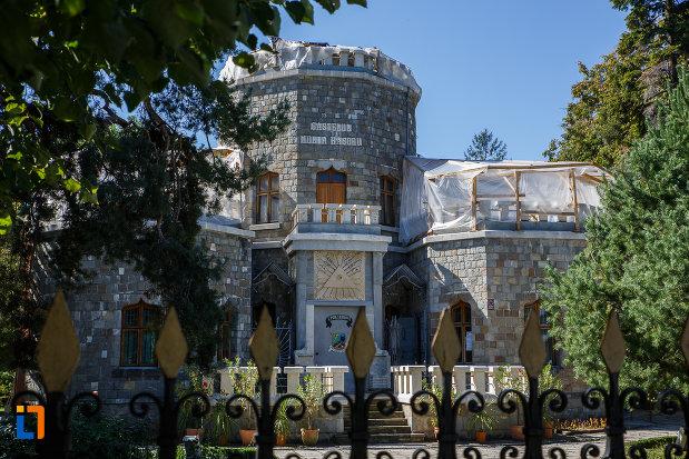 imagine-cu-castelul-iulia-hasdeu-din-campina-judetul-prahova.jpg