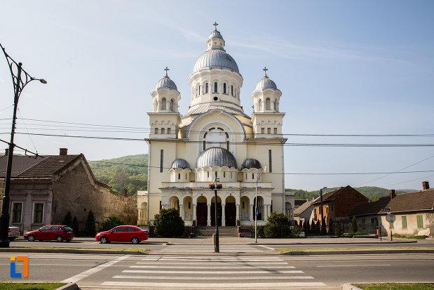 imagine-cu-catedrala-adormirea-maicii-domnului-resita-montana-judetul-caras-severin.jpg