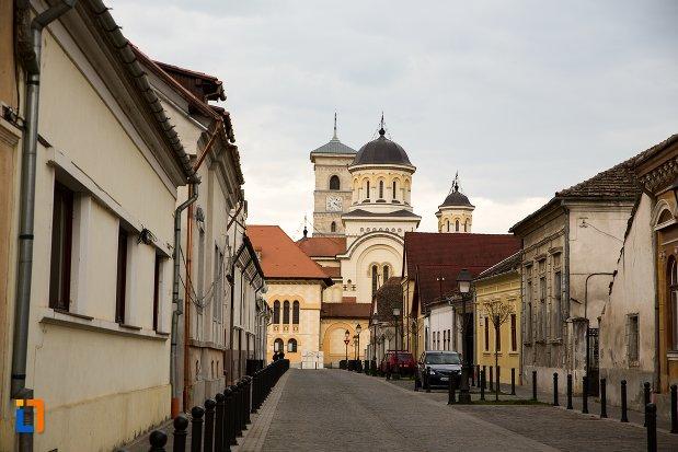 imagine-cu-catedrala-din-orasul-alba-iulia-judetul-alba.jpg