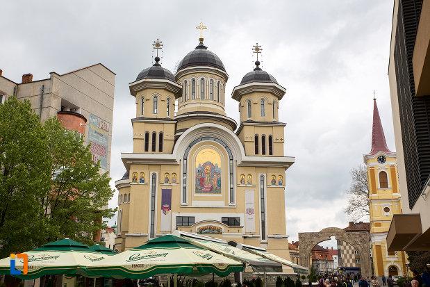 imagine-cu-catedrala-invierea-domnului-si-sf-prooroc-ilie-tesviteanul-din-caransebes-judetul-caras-severin.jpg