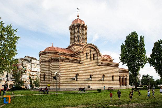 imagine-cu-catedrala-mitropolitana-inaltarea-domnului-din-targoviste-judetul-dambovita.jpg