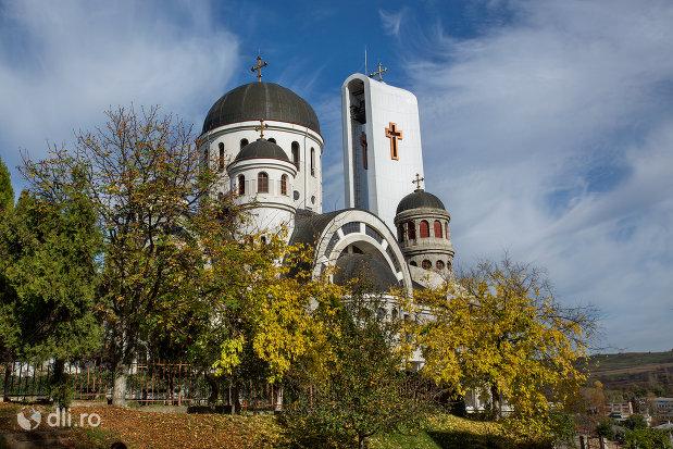 imagine-cu-catedrala-ortodoxa-sfanta-vineri-din-zalau-judetul-salaj.jpg