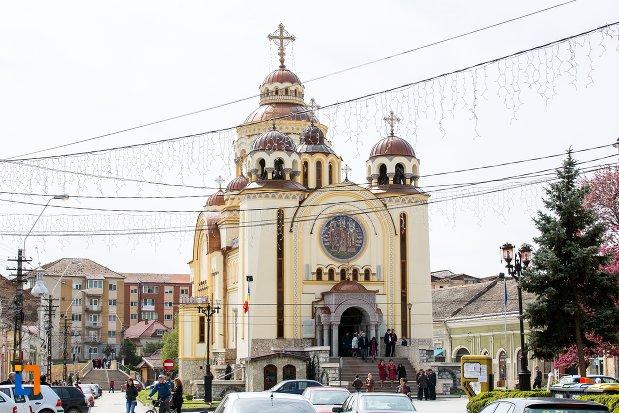 imagine-cu-catedrala-ortodoxa-sfintii-trei-ierarhi-din-aiud-judetul-alba.jpg