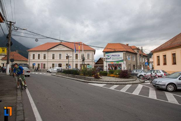 imagine-cu-centrul-istoric-din-zarnesti-judetul-brasov.jpg