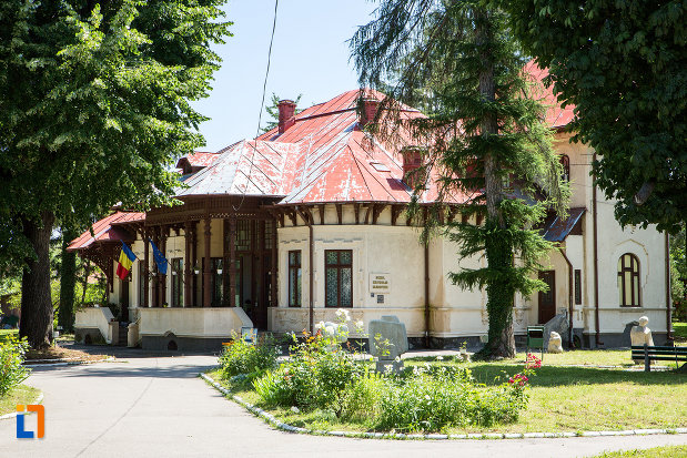 imagine-cu-complexul-national-muzeal-curtea-domneasca-din-targoviste-judetul-dambovita.jpg