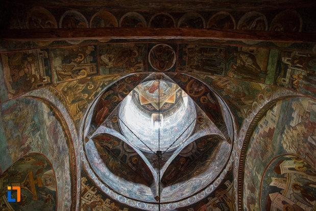imagine-cu-cupola-din-biserica-sf-dumitru-din-suceava-judetul-suceava.jpg