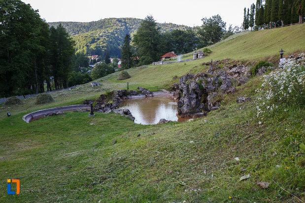 imagine-cu-domeniul-de-la-castelul-cantacuzino-din-busteni-judetul-prahova.jpg