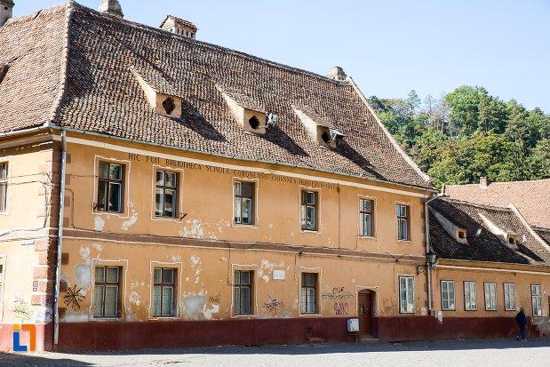 imagine-cu-fosta-casa-a-rectoratului-azi-locuinta-din-brasov-judetul-brasov.jpg