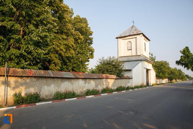 imagine-cu-gardul-de-la-biserica-sf-imparati-serdareasa-1835-din-rosiorii-de-vede-judetul-teleorman.jpg