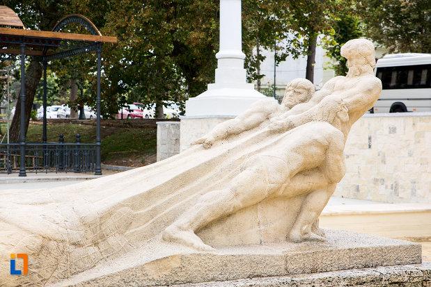 imagine-cu-grupul-statuar-pescarii-din-constanta-judetul-constanta.jpg