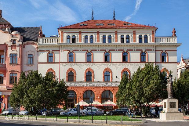 imagine-cu-hotel-transilvania-fosta-panonnia-din-oradea-judetul-bihor.jpg