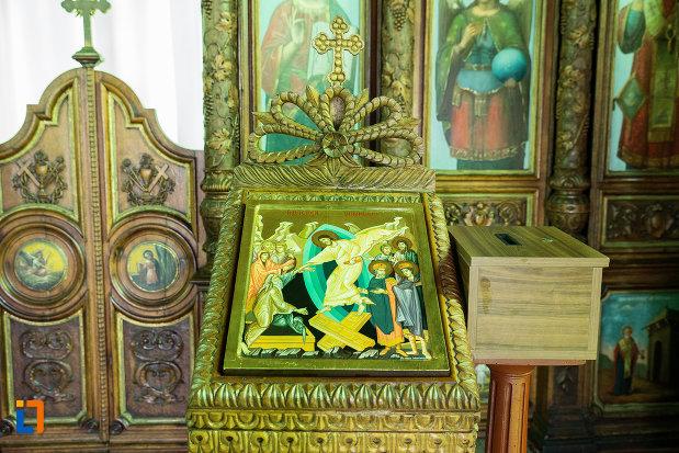 imagine-cu-icoana-din-biserica-sf-nicolae-din-slatina-judetul-olt.jpg